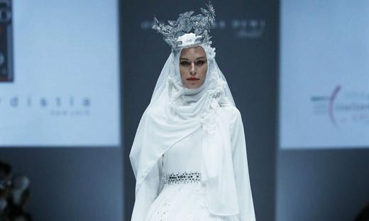 2017春夏婚紗[Oki Setiana Dewi]雅加達時裝發布會