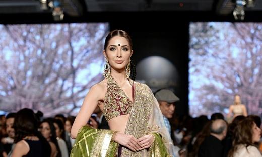 2018春夏婚纱[Shamsha Hashwani]巴基斯坦时装发布会